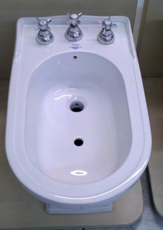 Vaso bide boiserie in ceramica per bagno - Boiserie in ceramica per bagno ...